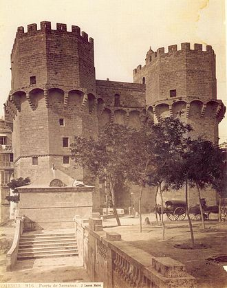 Torres de Serranos - The towers in 1870, when they were a prison. Picture by Ainaud, commissioned by J. Laurent.
