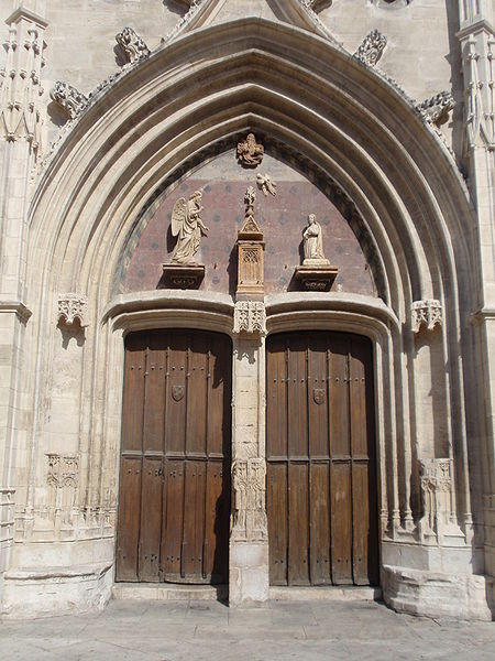 450px-Portail_de_Saint_Agricol%2C_Avigno