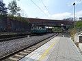 Praha-Kačerov, nákladní vlak ČDC, most metra.jpg