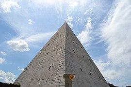 Pyramid of Caius Cestius exterior 2