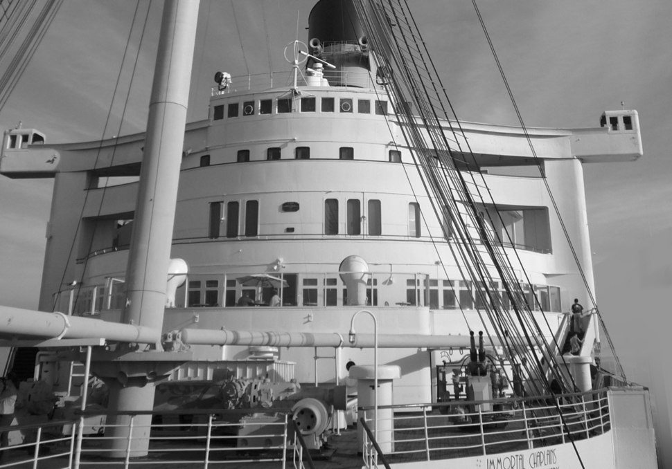 Queen Mary forecastle1