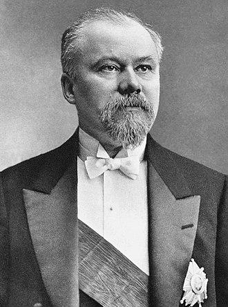 Raymond Poincaré - Image: Raymond Poincaré officiel (cropped)