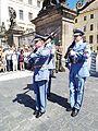 Relève de la garde du Château de Prague – 1.jpg