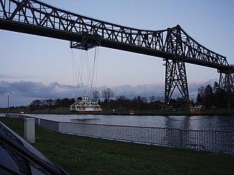 Transporter bridge - Image: Rendsburg Schwebefähre abends