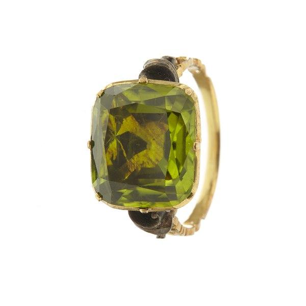 Ring med peridot-olivin - Livrustkammaren - 97894