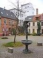 Rostock Heiligengeisthof mit Pferdebrunnen.jpg