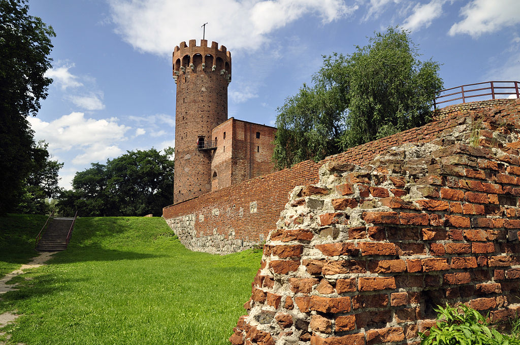 Ruined Teutonic Knights castle at Świecie, built originally in the 14th Century, partly destroyed by Polish troops in 1410