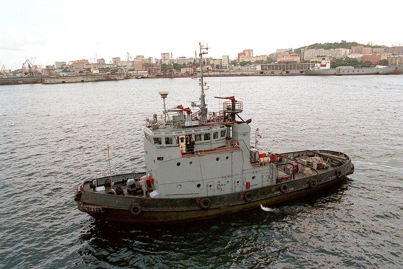 File:Russian tugboat in Vladivostok.JPEG