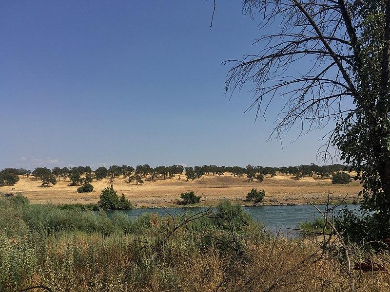 File:Sacramento River in Bend, California.jpg