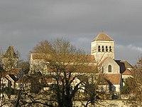 Saint-Loup-de-Naud (77) Village et Priorale.jpg