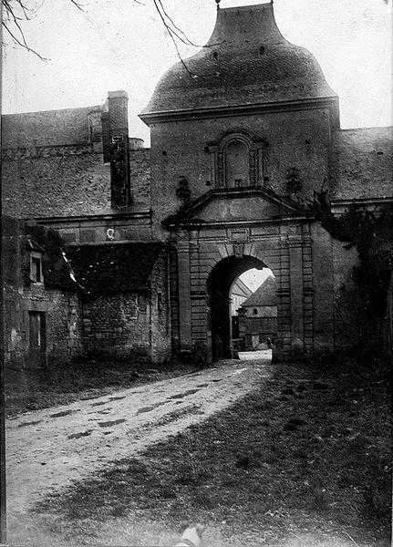 Fichier:Saintgermainlablancheherbe abbayeardenne portesaintnorbert alphonseauger.jpg