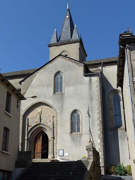 File:Salles-Curan - Eglise Saint-Géraud - place de l'Eglise (27-2015) P1030144.JPG