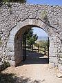 Santuario di Monte Sant'Angelo. Le Mura - Quarta porta (in prossimità del Campo trincerato).JPG