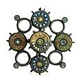 Schijffibula in geëmailleerd brons, 150 tot 225 NC, vindplaats- Tongeren, Kielenstraat, 2006, werkput 1, vlak 3, mogelijk uit graf 2, collectie Gallo-Romeins Museum Tongeren, GRM 9391.jpg