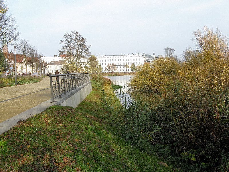 File:Schwerin BUGA-Baustelle Burgsee-Promenade 2008-11-08 001.jpg