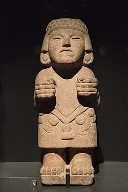 Sculpture anthropomorphe de déesse, aztèque, Musée du quai Branly.jpg