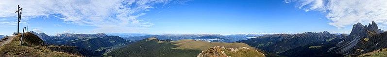 Seceda - Panorama S-W-N-E.jpg