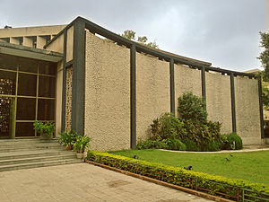 Joseph Allen Stein - Triveni Kala Sangam and Shridharani Art Gallery facade on the left, New Delhi, 1963.