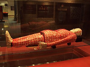 Zhao Mo - Zhao Mo's jade burial suit with red silk, on display in Guangzhou