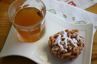Sima (mead) - A glass of sima with tippaleipä