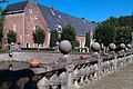 Slot Heemstede- Met natuurstenen brug beeldhouwwerk en leeuw, koetshuis dienstgebouw en 2012-09-09 21-12-14.jpg
