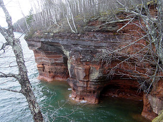 Apostle Islands National Lakeshore - Image: Squaw Bay Sea Caves 028 050507