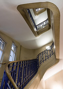 Staircase - London School of Hygiene and Tropical Medicine - 2017-09-17.jpg