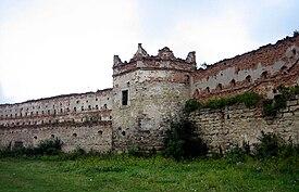Stare Selo castle inner yard 01.jpg