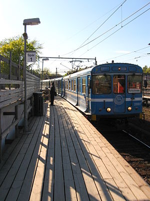 Saltsjöbanan - Train arriving at Neglinge, where the traffic control center and service depot are located