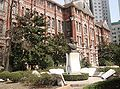 Statue of Ma Xiang Bo in front of Chongsi Building.JPG