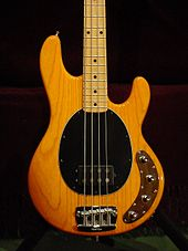 Fender Precision 68, Fender Precision Special sekä Musicman Stingray.
