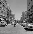 Straatbeeld met stadsverkeer (onder andere een scooter) op Ben Jehuda Street, Bestanddeelnr 255-2256.jpg