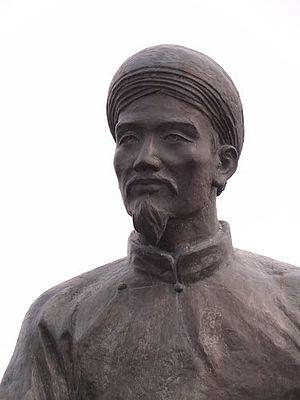 Nguyễn Du - Image: Tượng đài cụ Nguyễn Du