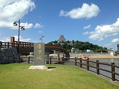 Tenshu and Jonaibashi Bridge of Karatsu Castle.JPG