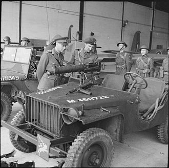 1st Airborne Division (United Kingdom) - King George VI inspects an airborne jeep fitted with a Vickers machine gun during a visit to the airborne forces in Southern Command, 21 May 1942. With him is Major-General Frederick Browning, GOC of the 1st Airborne Division.