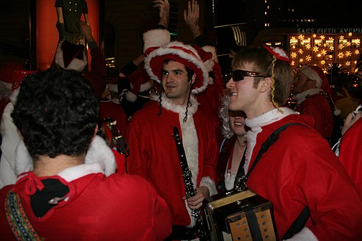 By Orin Zebest (Flickr: The Christmas Band) [CC-BY-2.0 (www.creativecommons.org/licenses/by/2.0)], via Wikimedia Commons