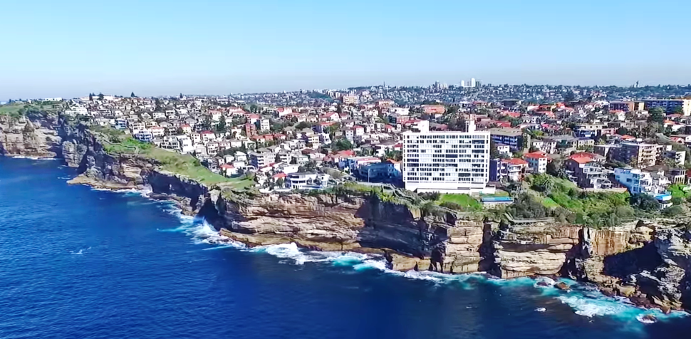 The cliff-top, hilly suburb of Dover Heights (Sydney, Australia)