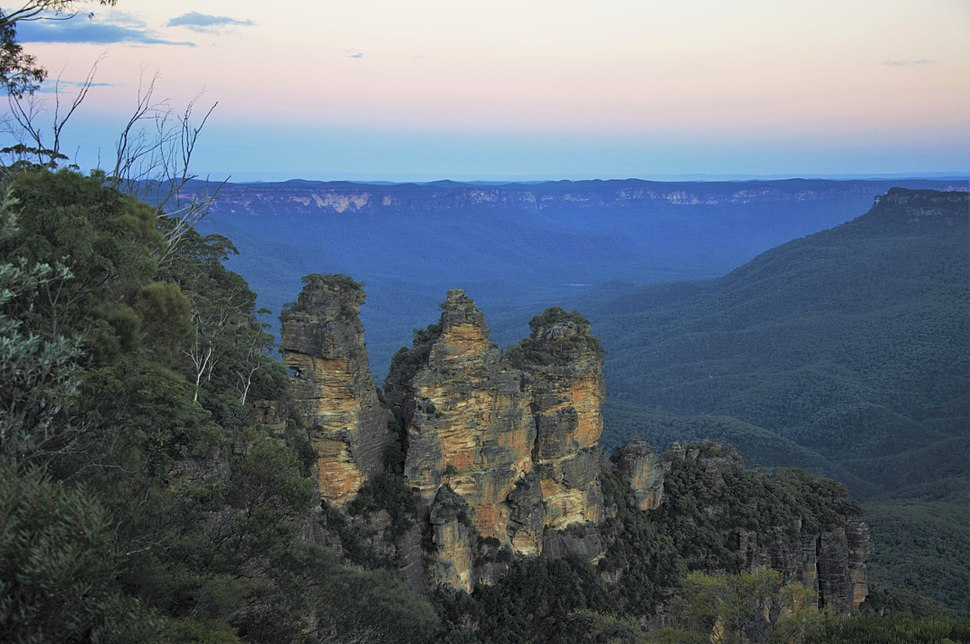The typical blue haze in the Jamison Valley behand the Three Sister.jpeg