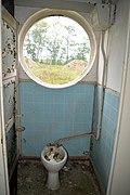 Toilette in der alten Kaserne Boltenhagen.jpg