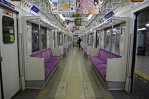 Tokyo Metro 8000 series - Image: Tokyo Metro 8000 interior
