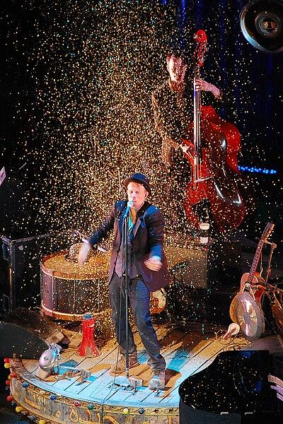 File:Tom Waits Praha 2008.jpg
