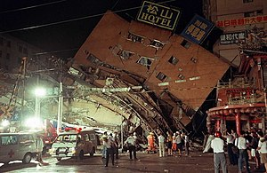 1999 Jiji earthquake - Tunghsing Building, in Taipei City, after the quake.