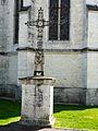 Trélissac croix derrière église.JPG