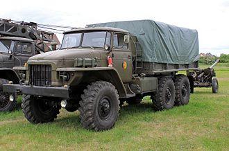 Ural-375 - Image: URAL 375D (2)