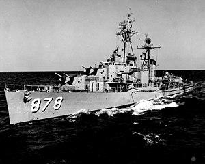 USS Vesole (DD-878) underway in the Mediterranean Sea, in 1952.jpg