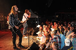 US Navy 100530-N-7456N-330 The Red Jumpsuit Apparatus performs a Memorial Day weekend concert for U.S. military service members at U.S. Naval Station Guantanamo Bay, Cuba.jpg