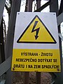 Výstraha na elektrickém sloupu.jpg