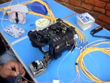 File:Video of optical fiber splicing - 01.ogv