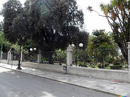 parte dell'esterno della villa dal C.so Garibaldi