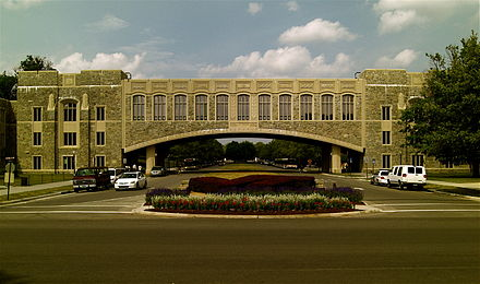 Torgersen Hall bridge over Alumni Mall is an example of architecture using Hokie Stone. VirginiaTechBridge.jpg